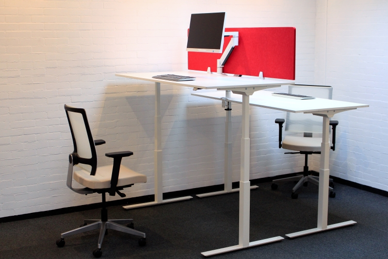 Elektrisch verstelbaar zit sta bureau wit alles voor de helft