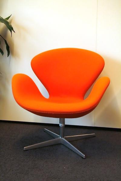 fritz hansen swan chair oranje alles voor de. Black Bedroom Furniture Sets. Home Design Ideas
