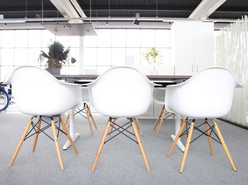 4 Witte Kuipstoelen.Nieuwe Design Kuipstoel Wit Met Armleuningen Alles Voor De Helft Nl